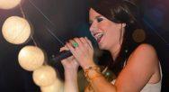 allround zangeres Simone zingt